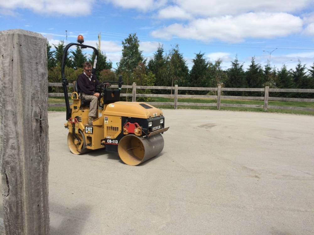 Rolling round yard base